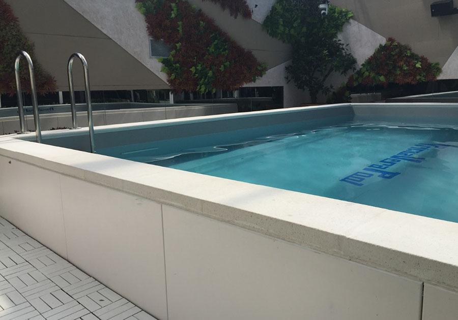 7 di 11 - Una piccola piscina per gli Agiati, per rilassarsi e nuotare