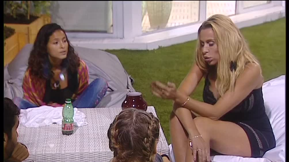 Ancora scintille tra Valeria e Mariana