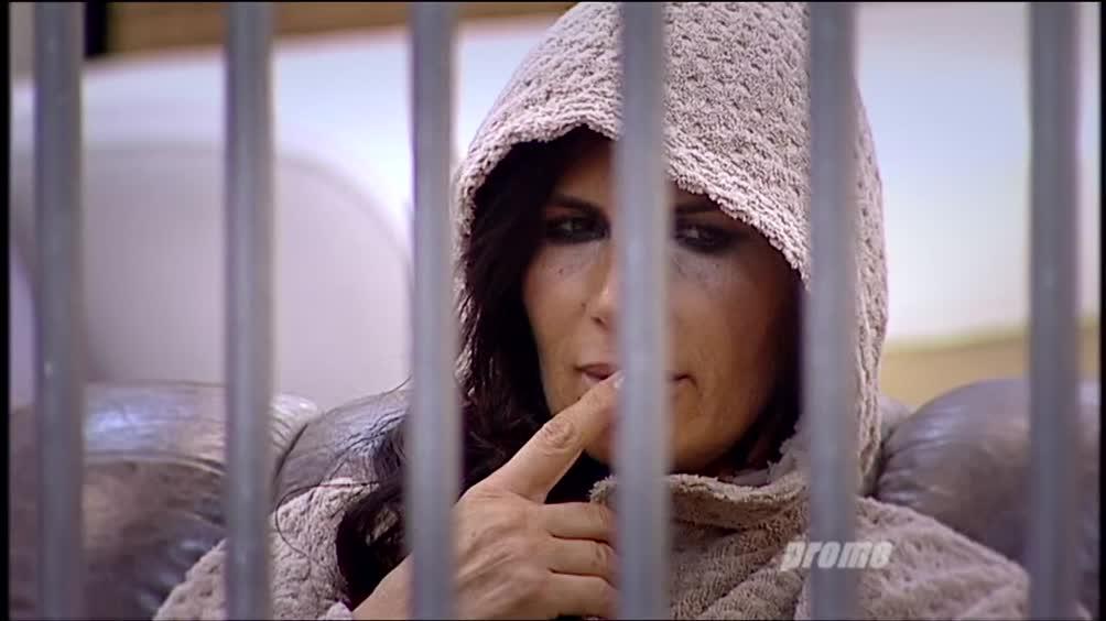 La terza puntata in diretta su Canale 5