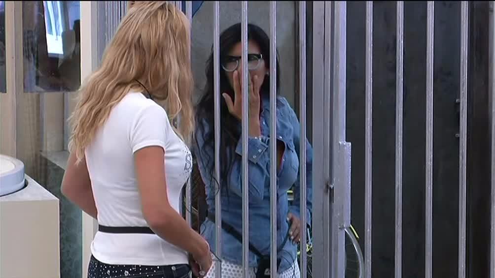 Valeria rimprovera Pamela